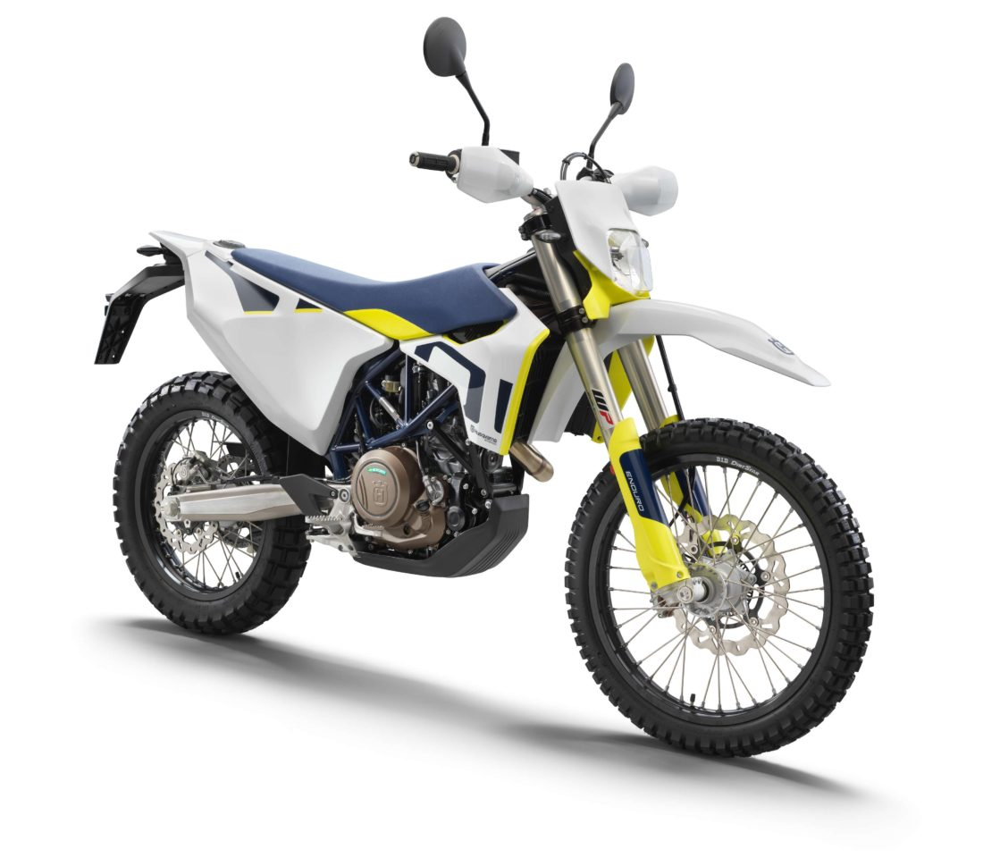 80523_701 Enduro front right MY2021